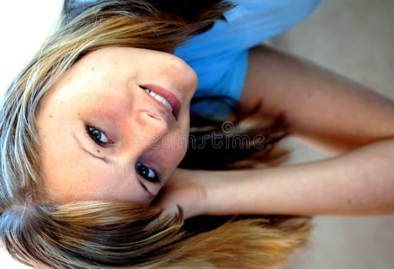 Retrato adolescente sonriente fotos de archivo