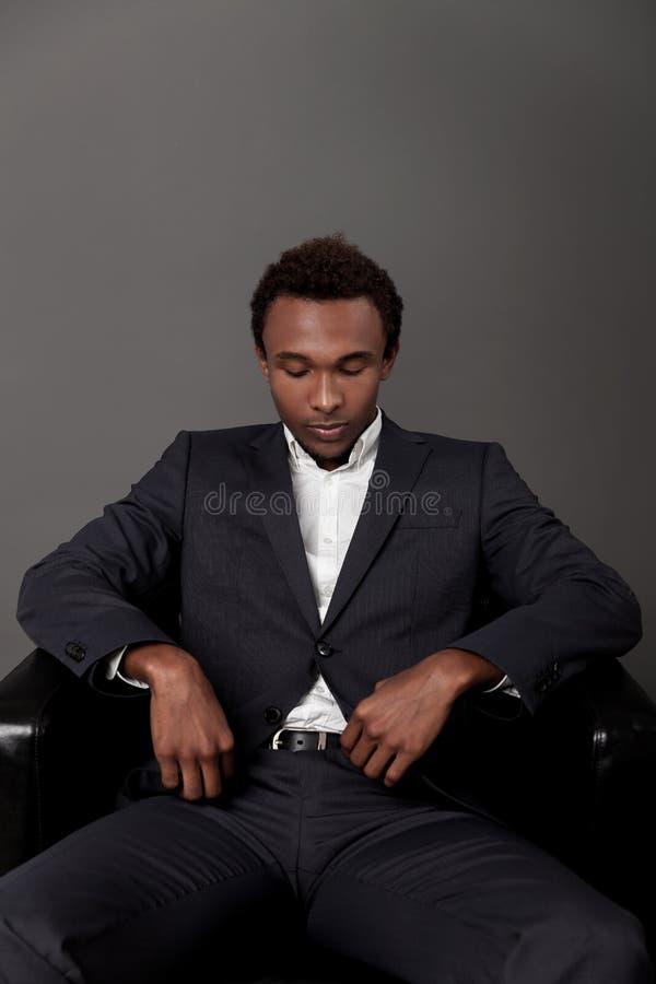 Retrato africano sério do homem imagens de stock royalty free