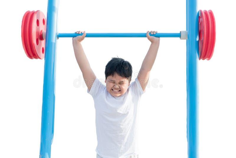 Retrato aislado del levantamiento de pesas gordo obeso de ejercicio del muchacho fotografía de archivo libre de regalías