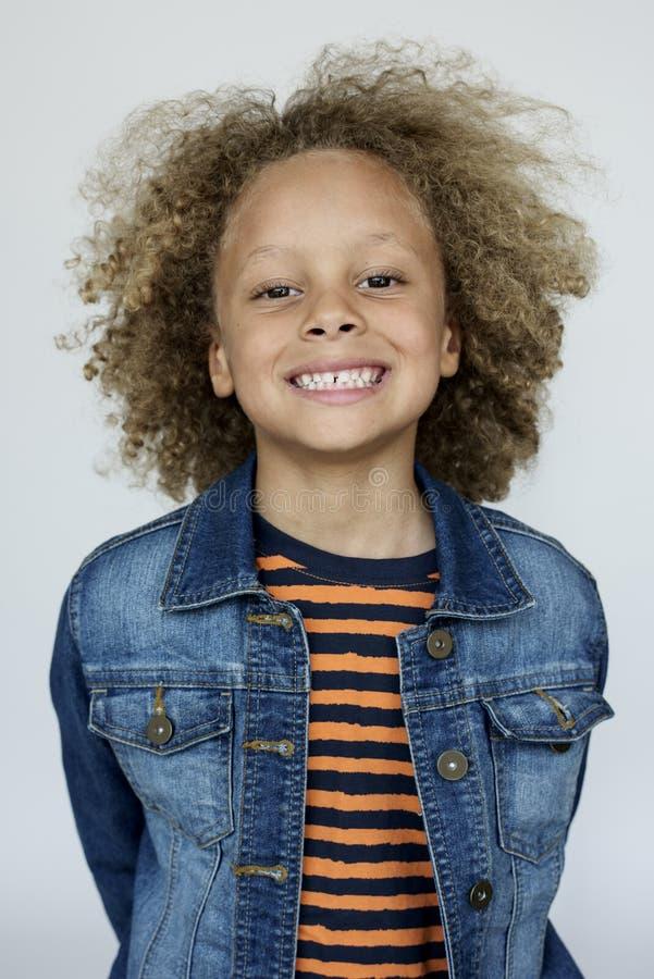 Retrato aislado niño sonriente dulce fotos de archivo
