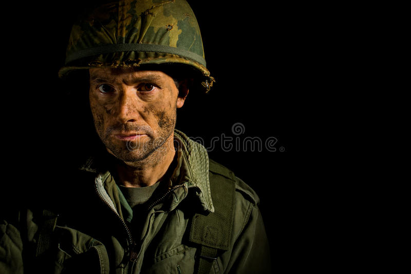 Retrato americano del SOLDADO ENROLLADO EN EL EJÉRCITO - PTSD fotografía de archivo libre de regalías