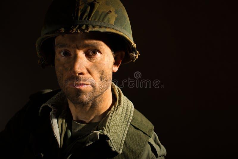 Retrato americano del SOLDADO ENROLLADO EN EL EJÉRCITO - PTSD foto de archivo libre de regalías