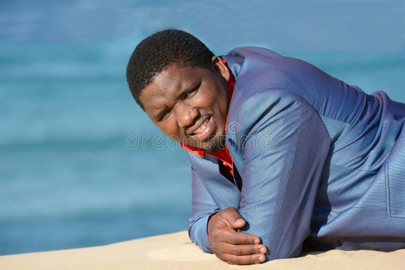 Retrato amigável do homem negro imagens de stock royalty free