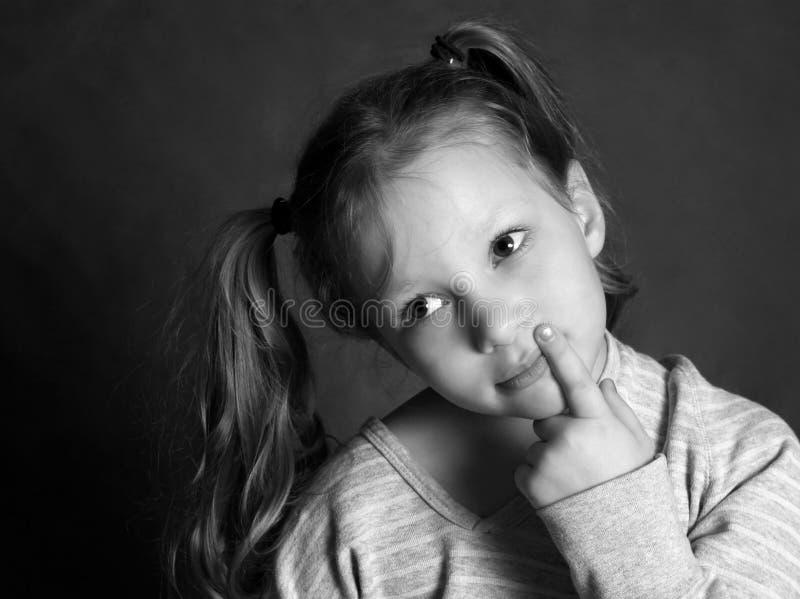 Retrato 5 anos de menina no estúdio foto de stock