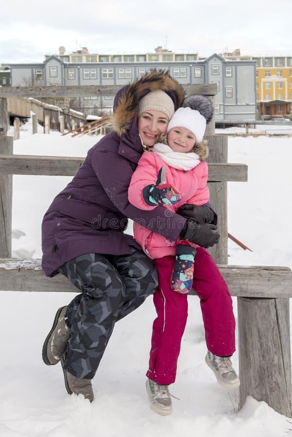 Retrato ao ar livre da família imagens de stock royalty free