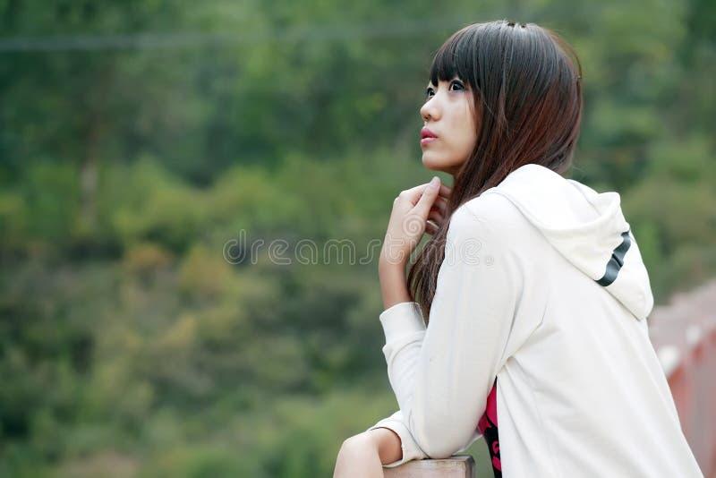 Retrato ao ar livre da menina asiática fotografia de stock royalty free
