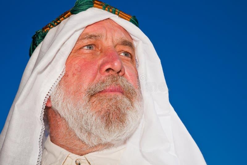 Retrato ao ar livre do homem árabe fotografia de stock