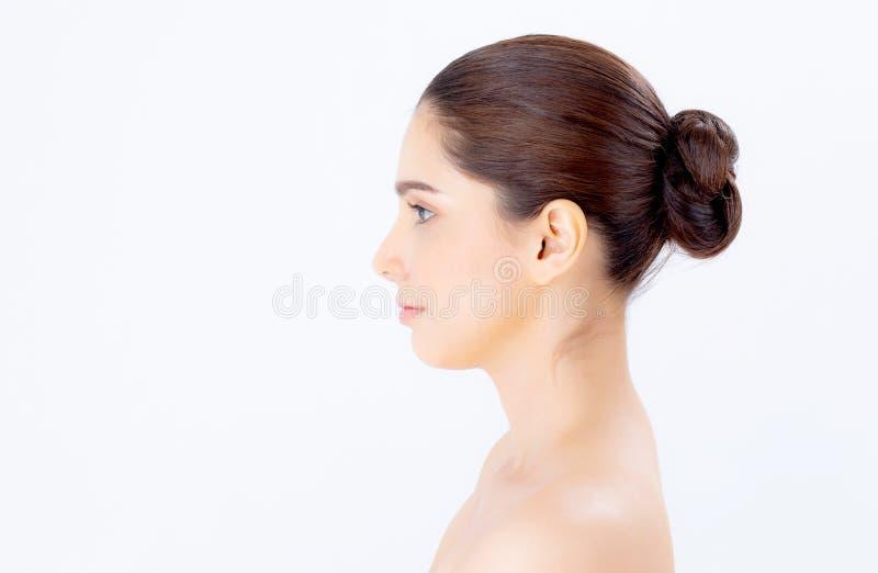 Retrato ao lado da composição asiática bonita do cosmético, sorriso atrativo, cara da mulher da menina da beleza perfeita com bem imagens de stock royalty free
