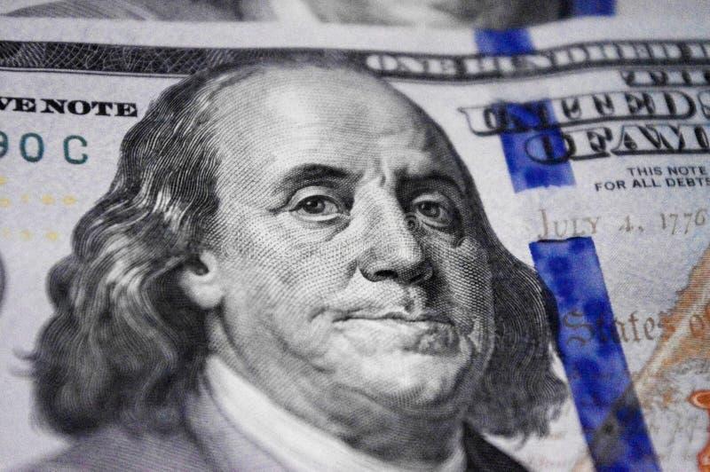 Retrato ascendente cercano de Benjamin Franklin en cientos baknote del dólar foto de archivo libre de regalías