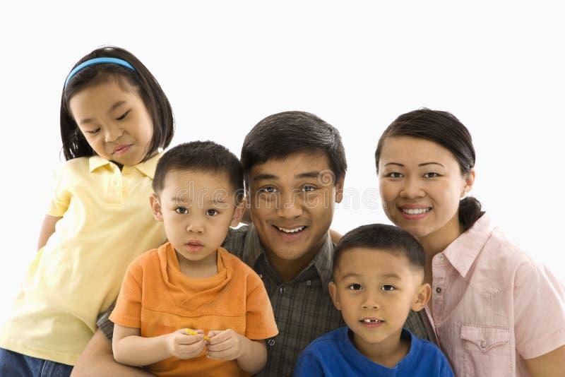 Retrato asiático da família.