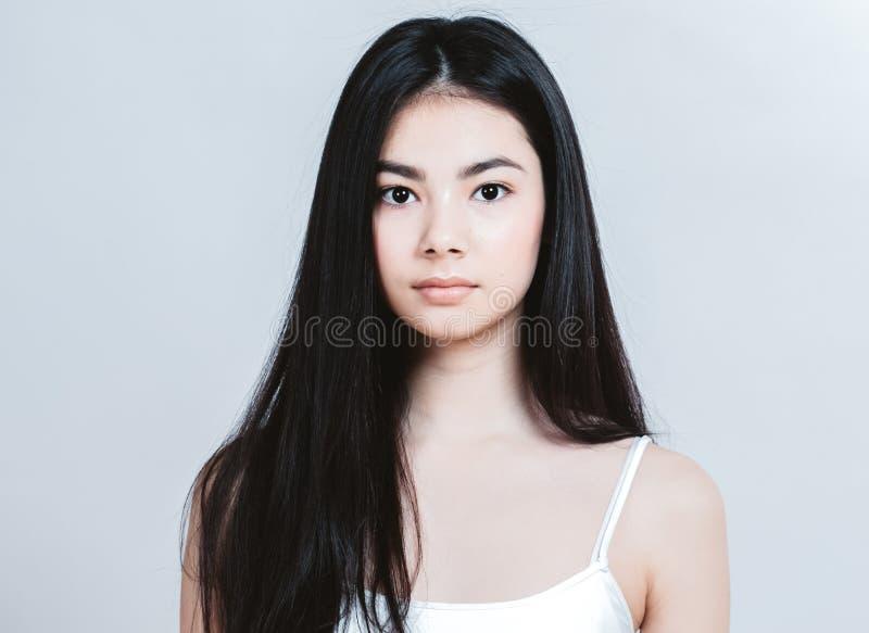 Retrato asiático de la cara de la mujer de la belleza Balneario hermoso Girl modelo con fotografía de archivo