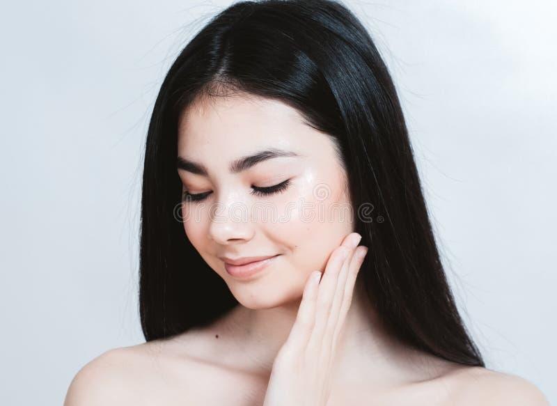 Retrato asiático de la cara de la mujer de la belleza Balneario hermoso Girl modelo con foto de archivo libre de regalías
