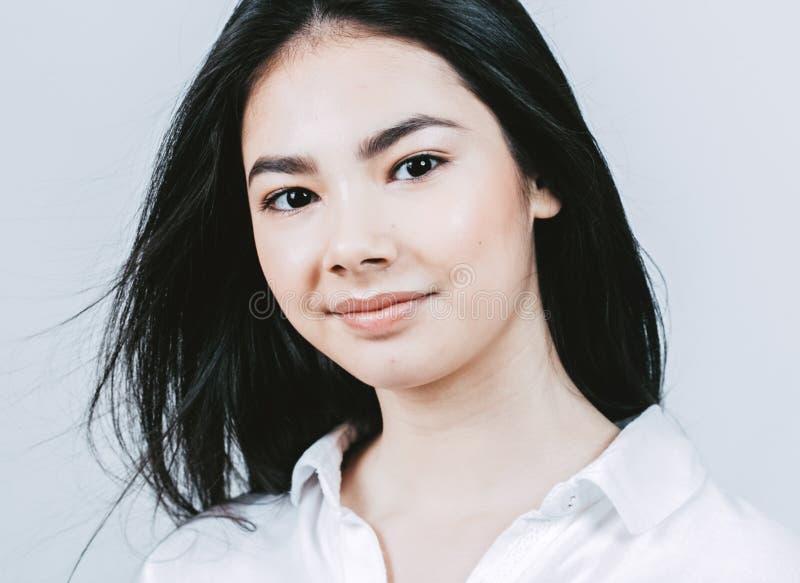 Retrato asiático de la cara de la mujer de la belleza Balneario hermoso Girl modelo con imagenes de archivo