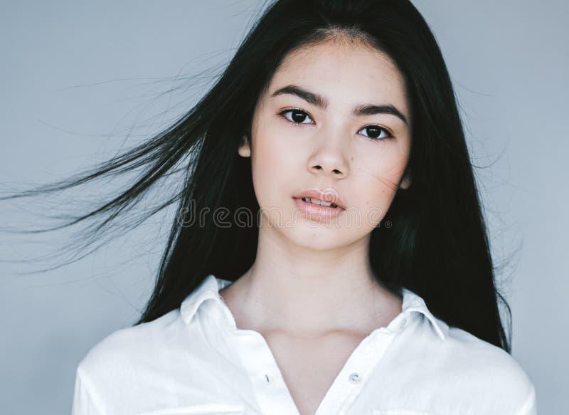 Retrato asiático de la cara de la mujer de la belleza Balneario hermoso Girl modelo con fotografía de archivo libre de regalías