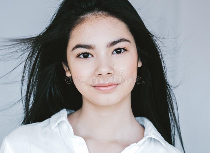 Retrato asiático de la cara de la mujer de la belleza Balneario hermoso Girl modelo con imágenes de archivo libres de regalías