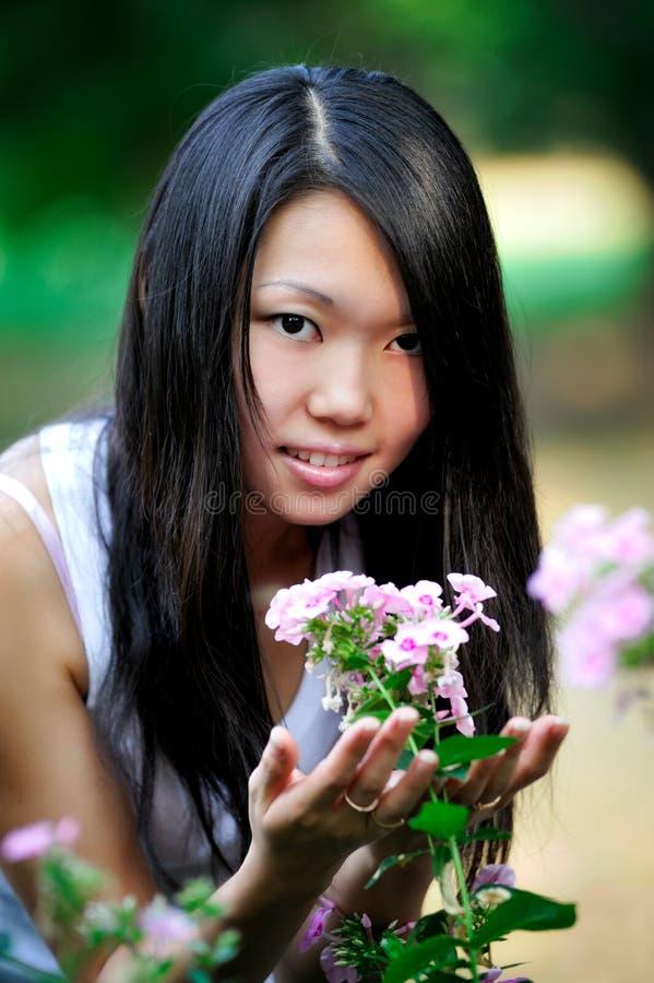 Retrato asiático joven de la mujer imagenes de archivo