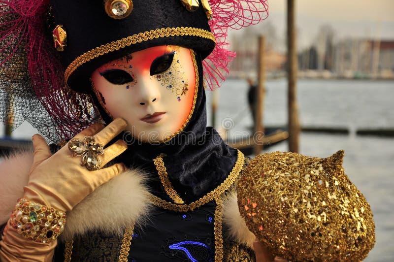 Retrato asombroso de mujeres enmascaradas en el carnaval de Venecia fotos de archivo