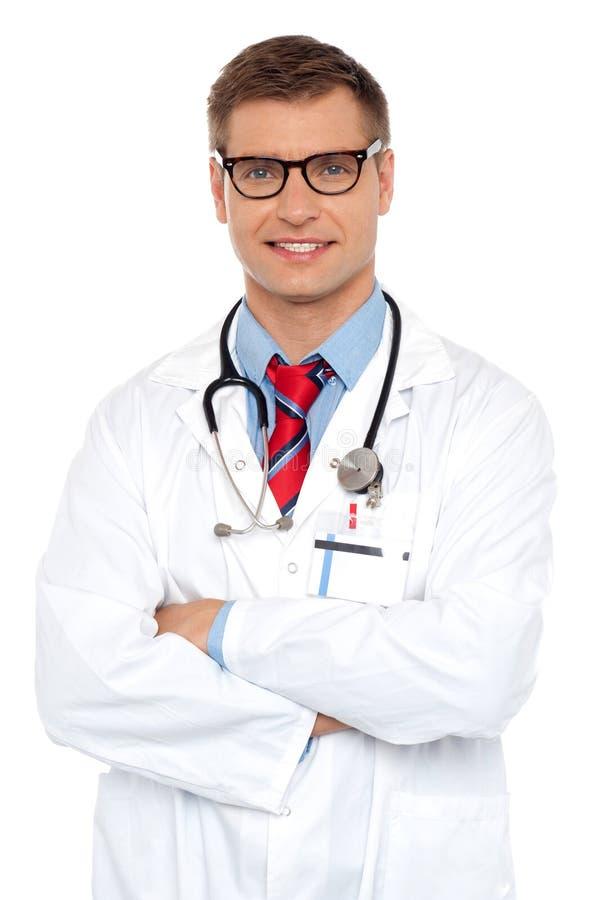 Retrato atrativo do doutor masculino confiável foto de stock