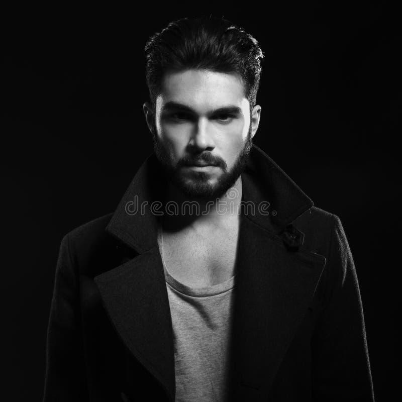 Retrato blanco y negro de un hombre de la moda imágenes de archivo libres de regalías