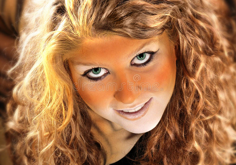 Retrato Bodypainted de la muchacha del tigre foto de archivo