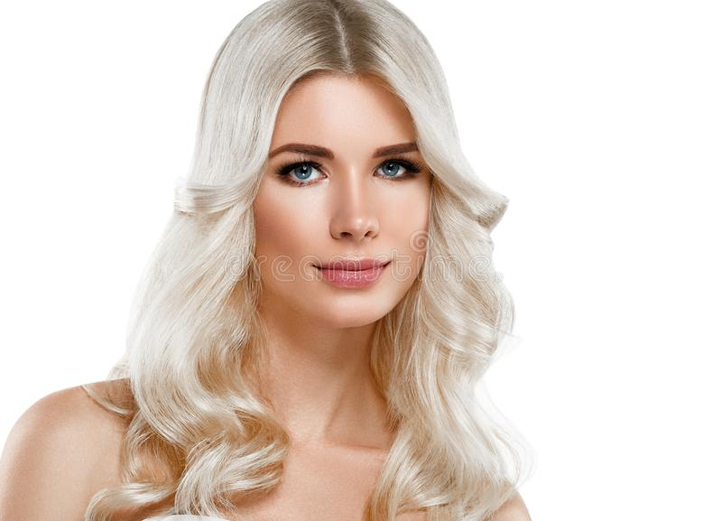 Retrato bonito da mulher loura Conceito cosmético, platina Blon imagens de stock royalty free