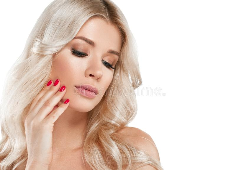 Retrato bonito da mulher loura Conceito cosmético, platina Blon fotografia de stock royalty free