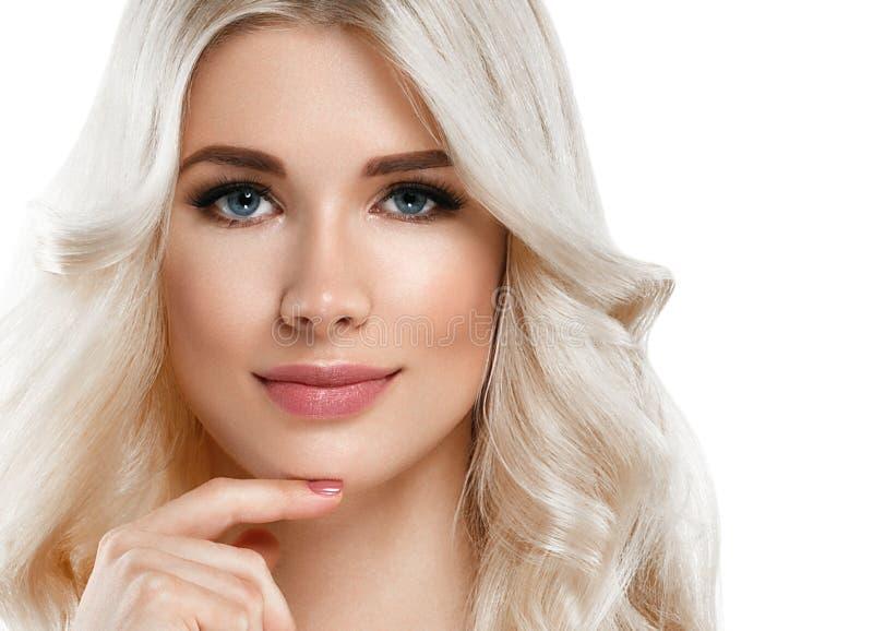 Retrato bonito da mulher loura Conceito cosmético, platina Blon imagem de stock royalty free