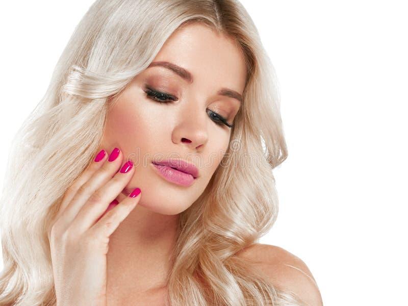 Retrato bonito da mulher loura Conceito cosmético, platina Blon fotos de stock royalty free