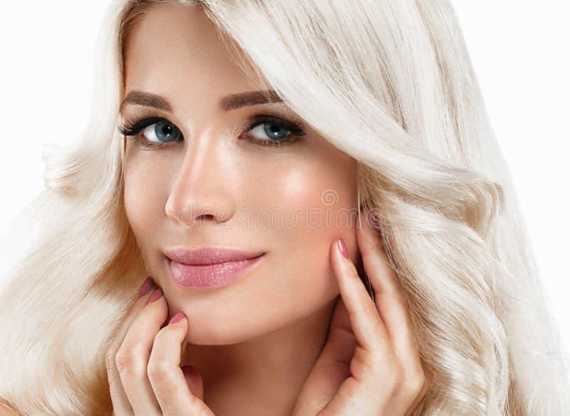 Retrato bonito da mulher loura Conceito cosmético, platina Blon fotos de stock