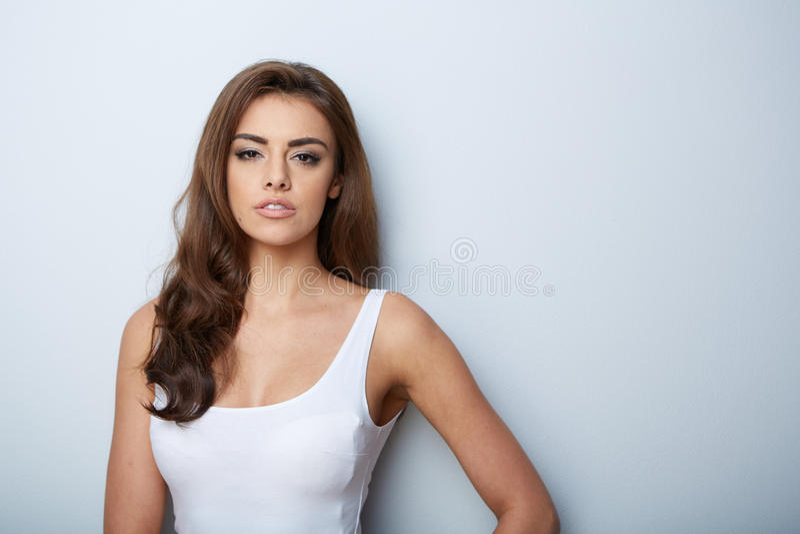 Retrato bonito da mulher Menina da beleza Pele fresca imagens de stock