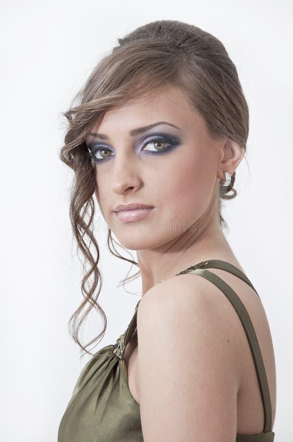 Retrato bonito de uma menina no vestido do baile de finalistas fotografia de stock