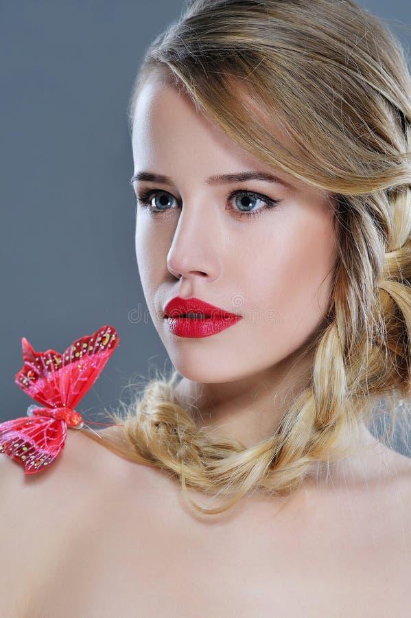 Retrato bonito do close up da mulher com batom vermelho fotografia de stock royalty free