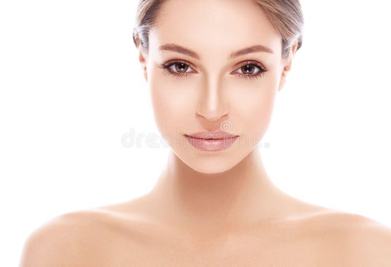 Retrato bonito novo da cara da mulher com pele saudável fotografia de stock