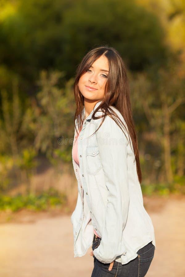 Retrato bonito novo da jovem mulher imagem de stock royalty free