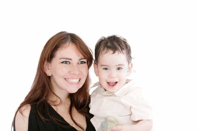 Retrato brilhante da matriz e do filho felizes imagem de stock