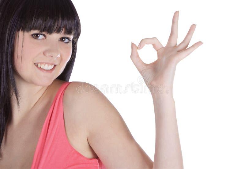 Retrato brilhante do brunette encantador que mostra está bem fotos de stock