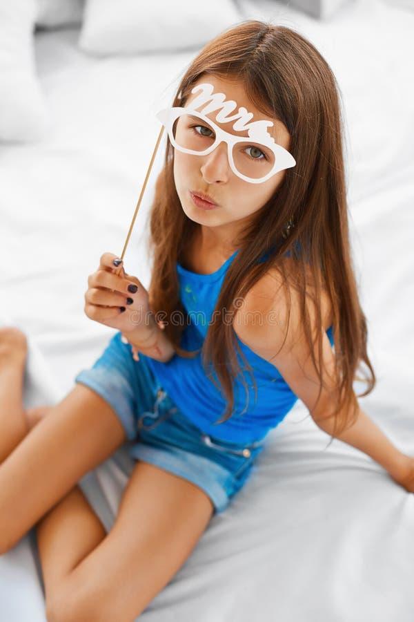 Retrato brincalhão da moça imagem de stock royalty free