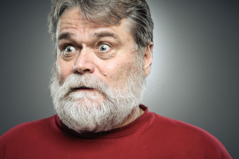 Retrato caucásico maduro de la expresión de la sorpresa del hombre foto de archivo libre de regalías