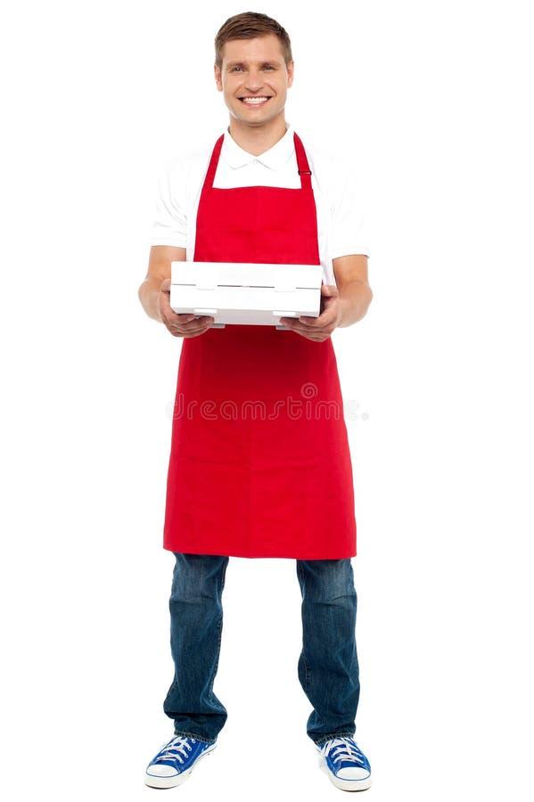 Retrato cheio do comprimento da caixa masculina da torta da terra arrendada do cozinheiro chefe imagens de stock royalty free