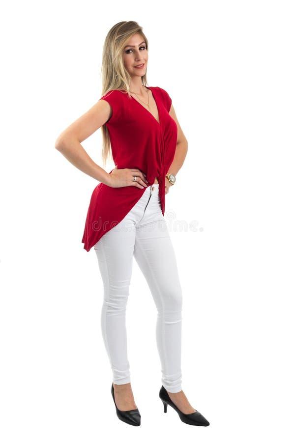 Retrato cheio do comprimento da mulher Pessoa loura e clo vermelhos vestindo foto de stock royalty free
