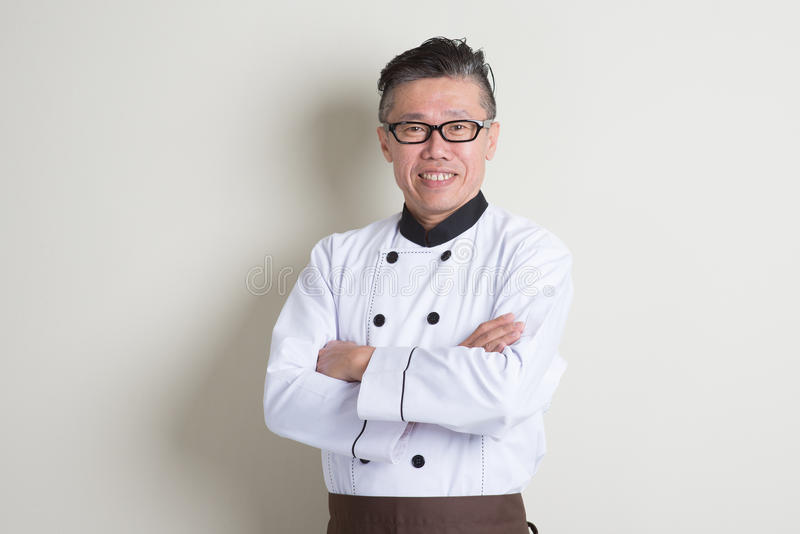 Retrato chinês asiático maduro do cozinheiro chefe imagens de stock royalty free