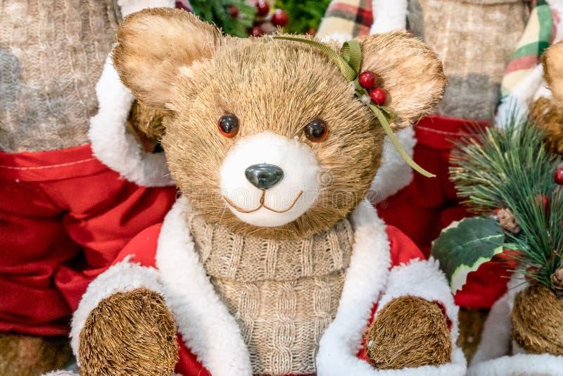 Retrato colorido de los osos de peluche del juguete de la muñeca de la marioneta, vestido como Santa Claus imagenes de archivo