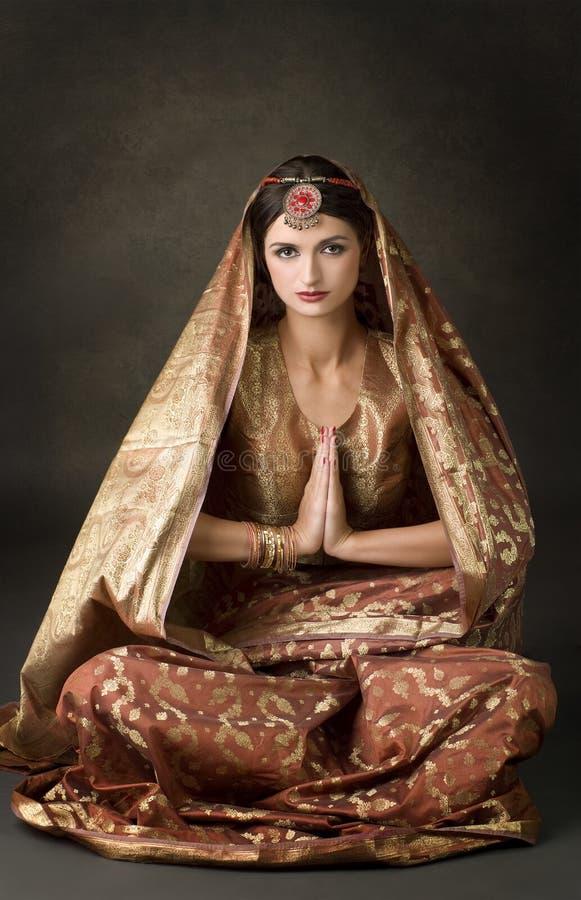 Retrato com o traje indiano tradicional imagens de stock