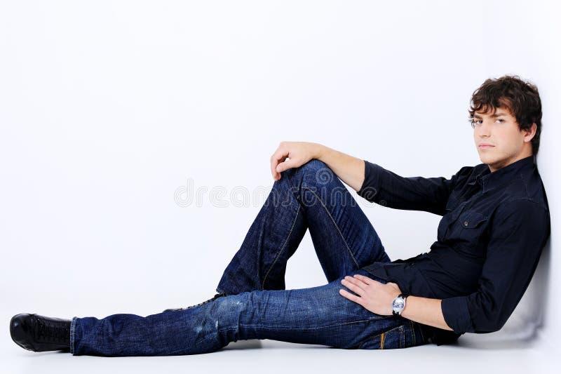 Retrato completo de um homem 'sexy' considerável imagens de stock