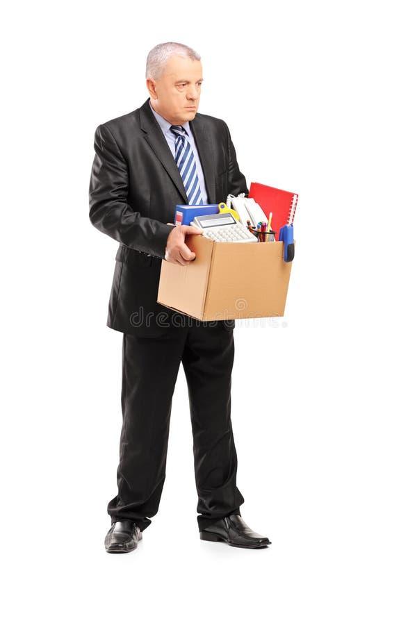 Retrato completo do comprimento de um homem profissional aposentado com uma caixa de foto de stock royalty free