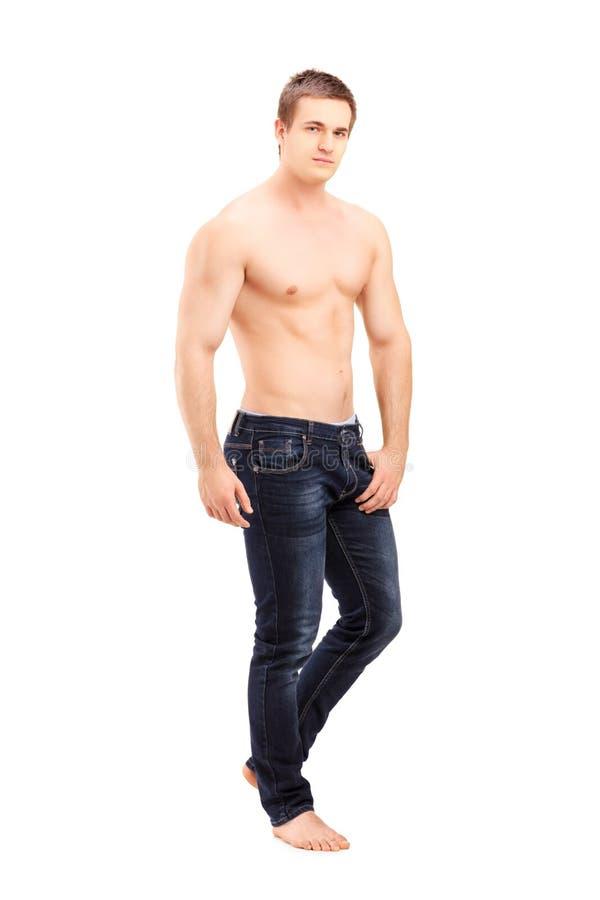 Retrato completo do comprimento de um levantamento considerável descamisado do homem fotos de stock