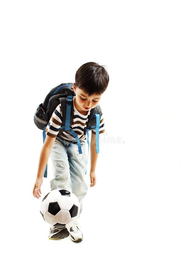 Retrato completo do comprimento de uma estudante com uma bola de futebol fotos de stock royalty free