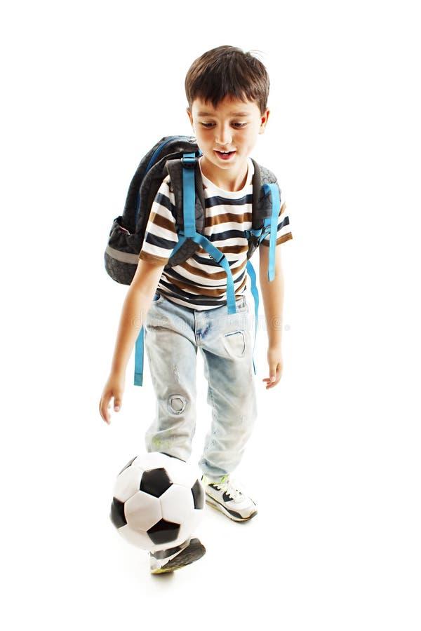 Retrato completo do comprimento de uma estudante com uma bola de futebol imagens de stock royalty free