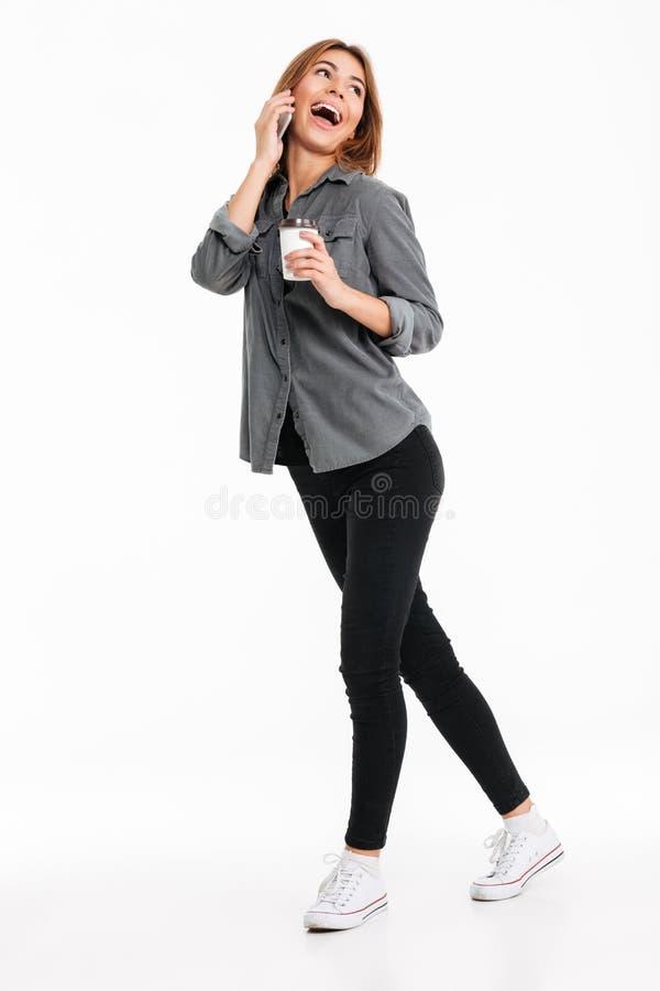Retrato completo do comprimento de uma menina consideravelmente ocasional fotos de stock