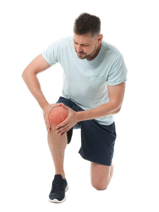 Retrato completo do comprimento do desportista que tem problemas do joelho imagem de stock